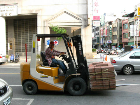 do operators need car license to drive forklifts on public roads ...